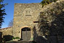 Detall d´una de les entrades al castell de la Sala.