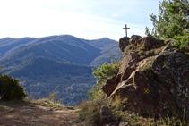 Vistes a migjorn des del coll de la Creu de Can Civat.