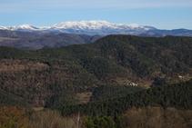 Vistes a la vall de Camprodon i al massís del Canigó.