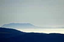 En dies clars, si mirem cap a l´E-SE fins i tot podrem veure el llunyà massís del Montseny!