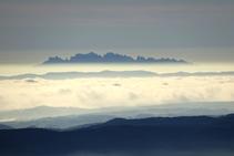 Al S-SE observem la màgica muntanya de Montserrat.