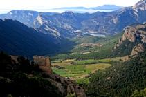La bonica i desconeguda vall de la Móra Comdal, que mira a l´O i desemboca a la vall principal del Segre.