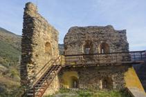 L´enrunat castell de Rialp, del segle XIII.