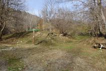 Zona de lleure a la vora del riu.