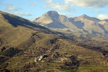 Vistes del poble d´Enviny i dels cims del Montsent de Pallars i del Montorroio.