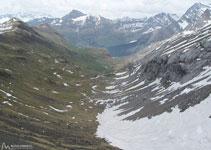 Una altra possible ascensió és des de Gavarnie, remuntant la vall de Pouey D´Aspe.