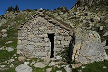 Cabana de pedra a la capçalera de la Vall del Madriu.
