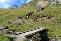 Pont de fusta sobre la Neste de la Géla.