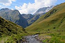 La vall s´obre i ens ofereix vistes impressionants.