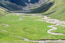L´antiga cubeta glacial ha quedat reblerta per sediments.
