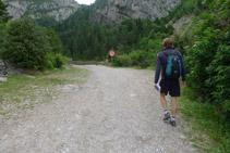 Creuem una barrrera i continuem remuntant la vall de Bujaruelo.