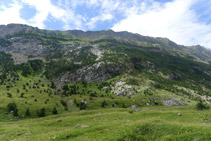 Serra del Turbón i pic Turbón (2.319m).