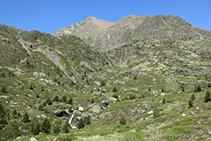 Vistes de la capçalera de la vall de Riqüerna.