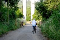 Ciclistes a la via del Carrilet.