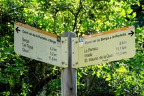 Senyal indicatiu del camí ral de Berga a la Portella.