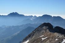 Vistes del Mont Perdut, el Marboré, el Casco, el Taillón, el Gabietos,... I en primer terme, el Montferrat.