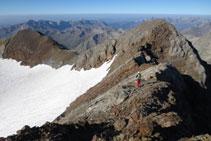 Cresta que hi ha entre el Gran Vignemale i el pic Clout de la Hount.