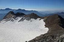 Vistes del pic Cerbillona, el Pico Central i el Montferrat.
