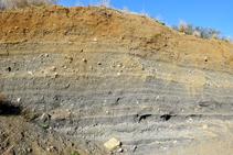 Estrats de cendres del volcà de la Crosa.