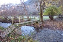 Creuem el riu de Llagunes i passem a l´altre costat de la vall.