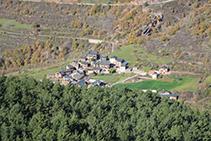 Llagunes al fons de la vall de Siarb, des del mirador de Peressella.