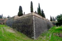Murs exteriors del castell d´Hostalric (fora de ruta).