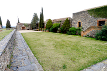 Pati del castell (fora de ruta).