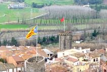 Les torres de la muralla d´Hostalric des del castell (fora de ruta).