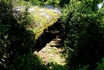 La Balma de Cortils. Una bauma és una roca que sobresurt en una paret rocosa i forma una cavitat al dessota.