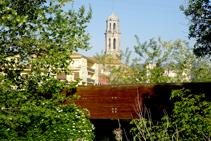 El pont sobre l´Onyar i el campanar.