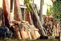 Parament de teules a Can Salamanya.